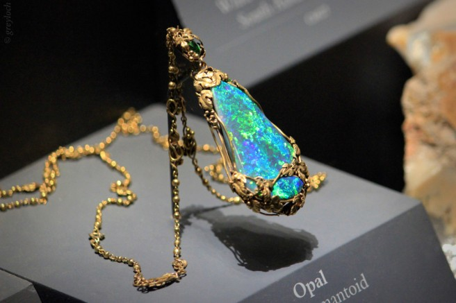 If you actually want to stand out and bring a little bit of the grandeur of the Ancients, such as Queen Cleopatra, then opt for a Tourmaline or Opal necklace, as the one shown above.